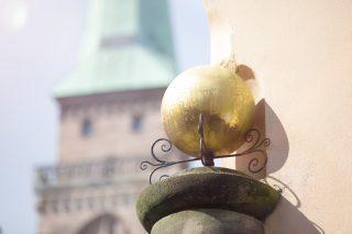 Kugel auf der Kugel Apotheke in Nürnberg